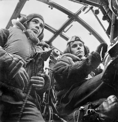 Wellington bomber crew at RAF Mildenhall, UK, 1941. Photo by Cecil Beaton.
