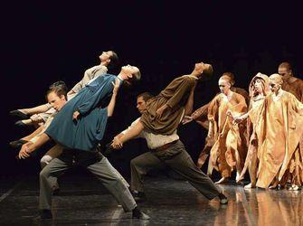 Esbart Dansaire de Rubí. És una entitat cultural amb 83 anys d'història a la ciutat, i que té per objectiu el treball en els diferents àmbits de la dansa catalana: el de l'ensenyament, amb l'escola de dansa, el de la producció i presentació d'espectacles des del seu cos de ball, i també el de la conservació i difusió de les tradicions catalanes, especialment  les locals.