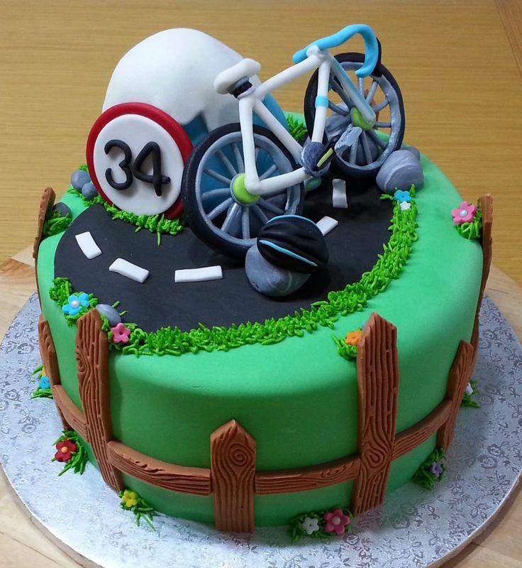 Una tarta para Marc un forofo de las bicis y las rutas por montaña! Los pequeños detalles hacen que una tarta sea realmente especia...