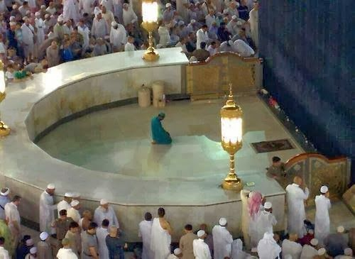 Islam Miracles: A cleaner of the house of Allah is honored. And he...