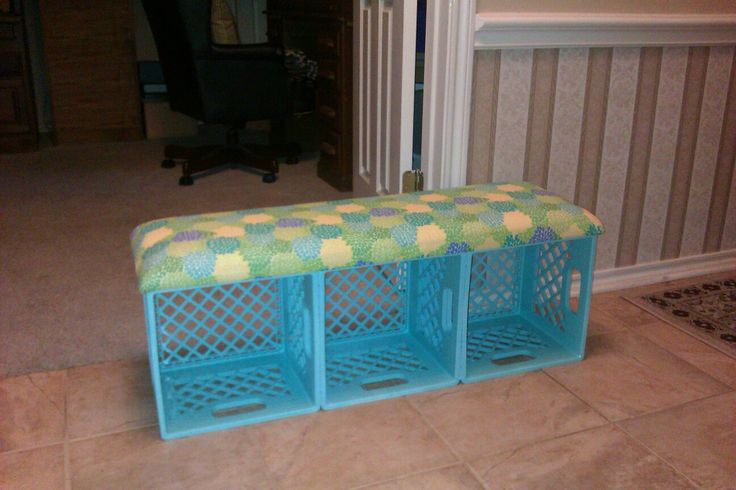 Ms. G in Grade 3: Love these benches.  Would love to make them for my classroom reading center.  Books in the bottom. :)