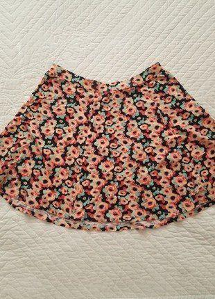 Spódnica w kwiaty, krótka