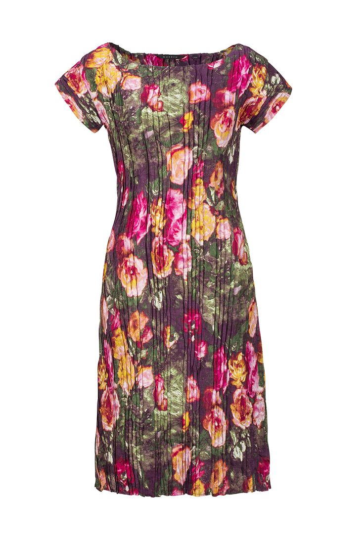 Roses adorn this simple shift dress #fashion #style #design # flowers #pleat #dress