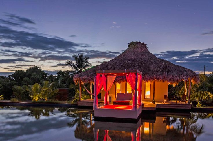 Egyptian cotton, outdoor jacuzzis, and private decks! El Secreto, Belize