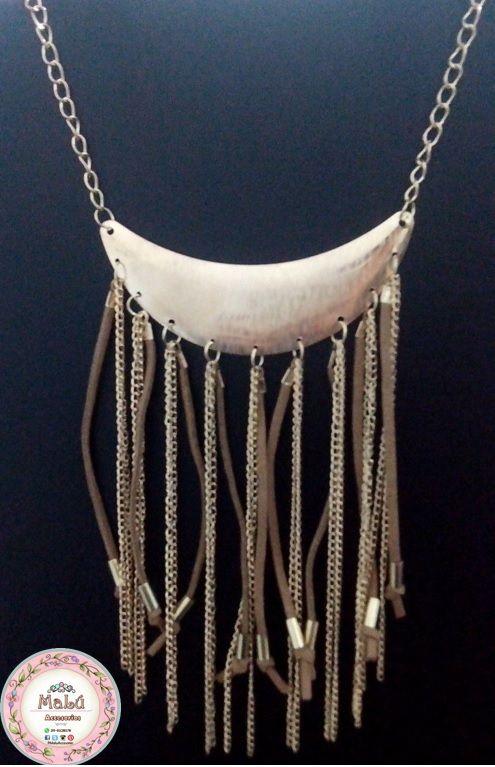 Collar dorado con flecos y cadenas colgantes + Aretes. Accesorios únicos de Malú.  $25.000 Ventas al por mayor y al detal. Whatsapp  311-6528578