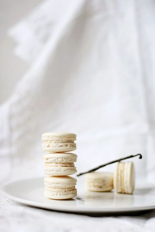 vanilla bean macaroons......................OH MY....these are my favorite !!!!!!!!!!!!!!!!!!!!