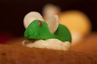 unusual lil'animal on the cake ...;)