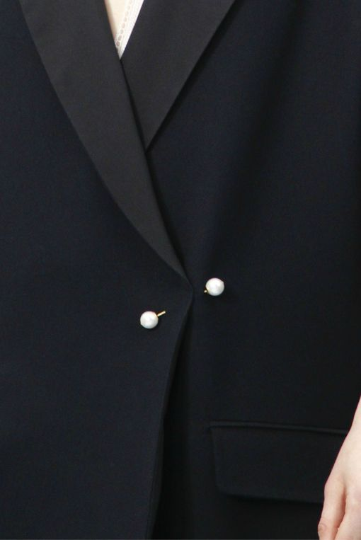 Black jacket. Pearl jacket pin. Minimal. Details. Menswear-inspired.
