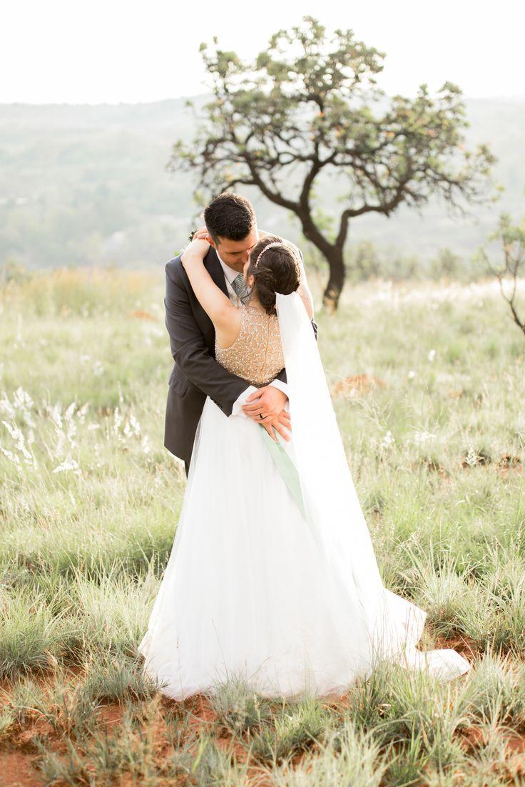 Gorgeous wedding at Mount Usambara in Johannesburg, South Africa. Photo by Jessica Notelo. #veil #weddingdress #africa #wedding #rosegold #dress #weddingphotographer #jessicanotelo