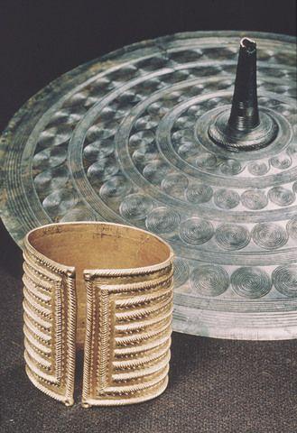 Viking gold bracelet :Vest-Adger / Cultural History Museum