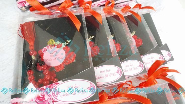 Motif cover cantik, desain unik dan kemasan menarik, cuma ada di Refiza. Lengkapi segala acaramu dengan produk-produk souvenir dari Refiza.