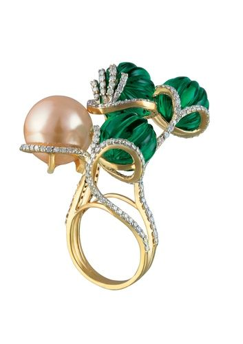 Minawala ring, gold, diamonds, green quartz & pearl