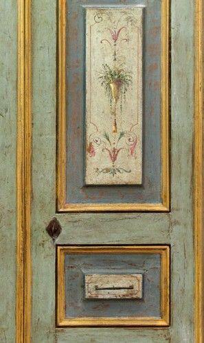 Riproduzione di una porta dipinta del '700 in pioppo di trave antica. Consulta il catalogo delle porte in stile antico su misura.