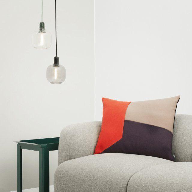 Des suspensions minimalistes en marbre avec une grosse ampoule en verre, Normann Copenhagen