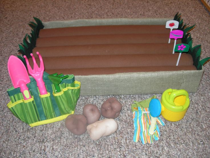 A garden made out of pool noodles! Now that's clever. Great for your dramatic play area.