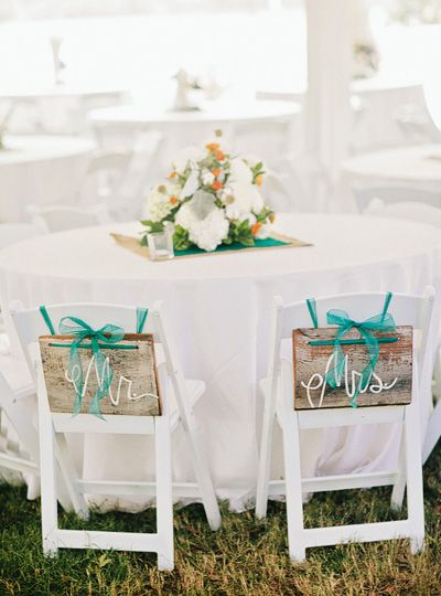 sweet rustic chair signs | Amy Arrington #wedding