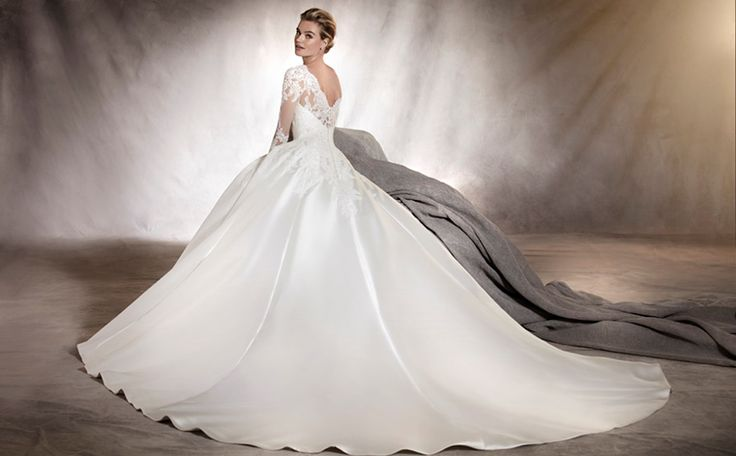 ALHAMBRA - Mikado and lace are the stars of this classic wonderful princess wedding dress
