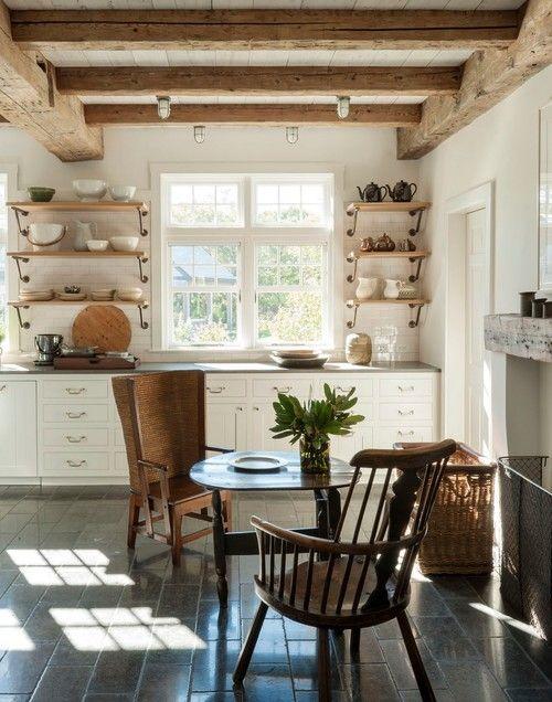 Eat-in Farmhouse Kitchen