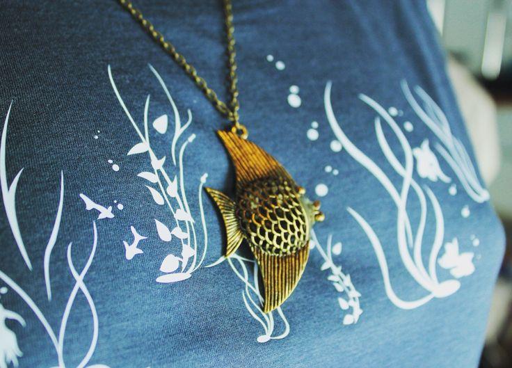 FAIRTRADE Bio Kett-Shirt   www.kett-shirt.de  cooperation  info@kett-shirt.de  #kette + #shirt = #kettshirt #bettertogether #fish #fashion #mode #modeschmuck #handmadewithlove #halskette #juwelier #aquarium #style #handmade #bavaria #regensburg #necklace #aquarium #blogger #love #münchen #munich #muc #tattoo  #model #blogger #fairtrade #fairtradefashion #bio