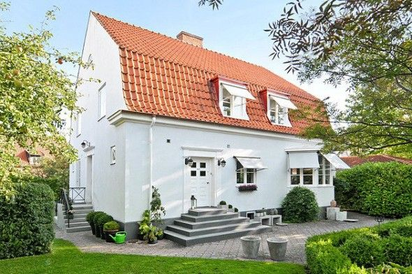 20-talsvilla med fin dörr och trappa