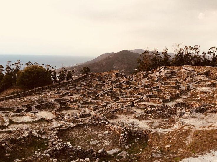 De ruta por #baixomiño - Monte de Santa Tecla  #arqueology #stones #landscape