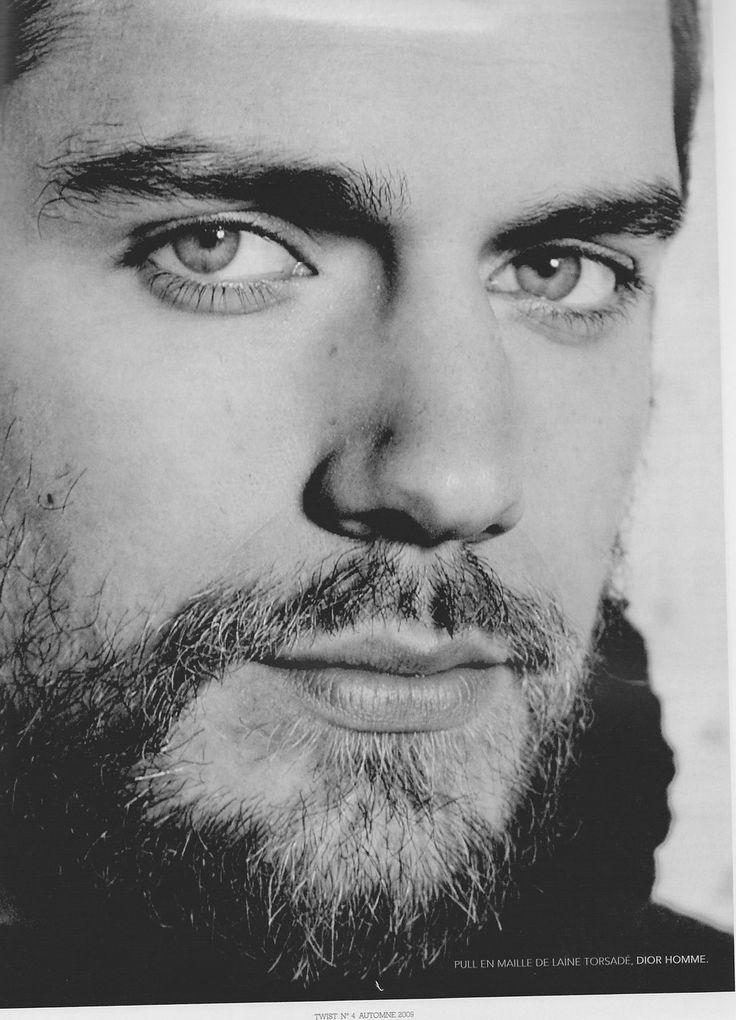 Le portrait d'Henry Cavill en noir & blanc