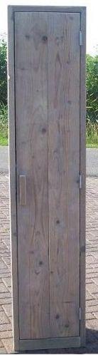 Kast met legplanken, gemaakt van steigerhout. Maak zelf een #kledingkast van steigerplanken