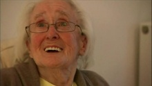86χρονη παίζει video games!