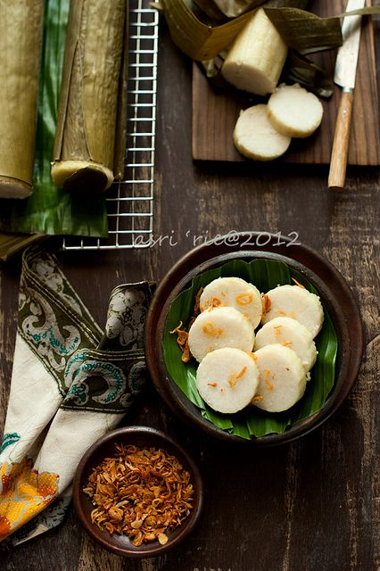 Lontong (Indonesian Rice Cake) by asri., via Flickr