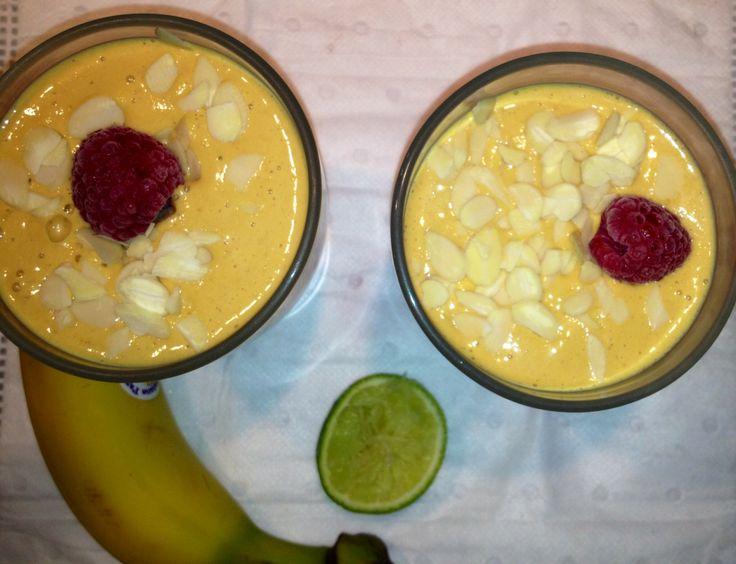 Smoothie : carotte - banane - poivron rouge - framboise - citron vert - avoine - extrait de vanille - 1 cas de sucre de canne bio.