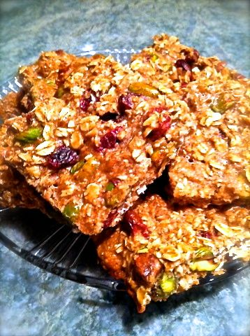 Healthy Protein Bars 1.5 cup of oats 4 scoops whey protein powder 1/2 tsp cinnamon 2 egg whites 1/3 cup unsweetened applesauce 1/4 cup pistachios 1/4 cup raisins 2 tbsp peanut butter 325F for 30min