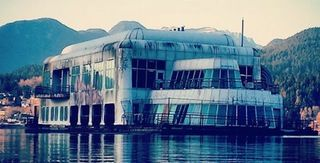 The McBarge - An abandonned floating McDonald's restaurant [984x500] : AbandonedPorn