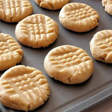 Kolmen raaka-aineen hittiresepti: Voiko keksejä enää helpommin valmistaa