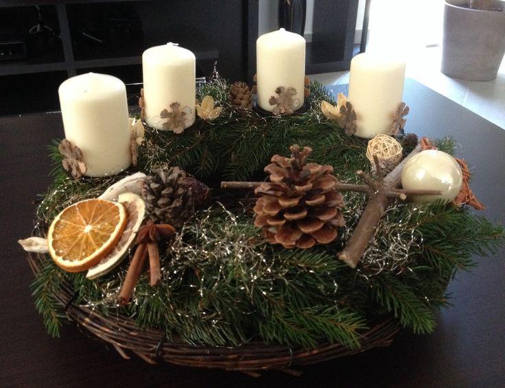 adventskranz-wreath with dried fruit Couronne de l'avent