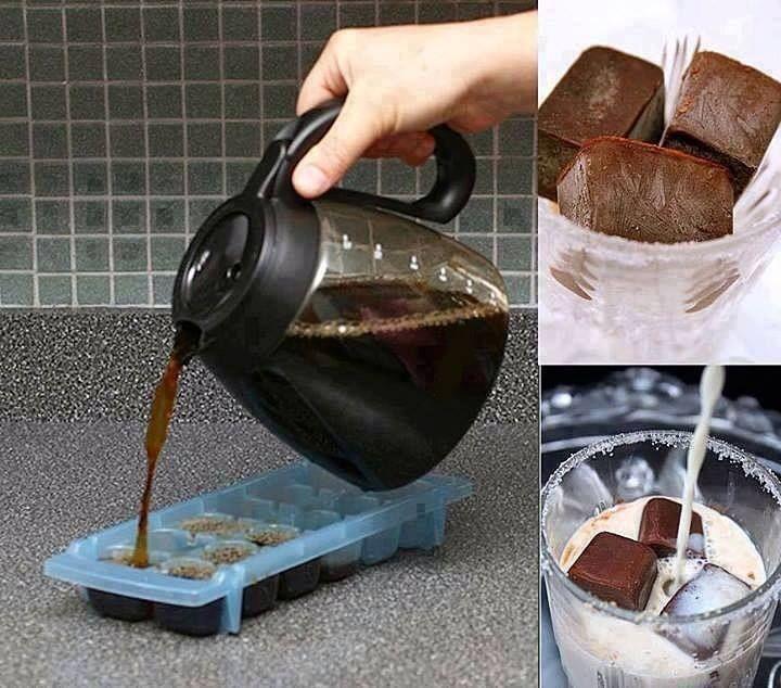 ledová káva-Připravíme silný koncentrát černé kávy (dvojtou-trojitou dávku kávy do normálního množství vody), 2. Kávu necháme vychladit, pak ji nalijeme do tvořítek na led a necháme v mrazáku ztuhnout (používám normálně sáčky na led) 3. Do šálku studeného mléka dáme 2-3 kostky zmrazené kávy (chce to vyzkoušet, kolik kostek vám bude v mléce vyhovovat) a nápoj podáváme nejlépe s brčkem, osladit dle chuti