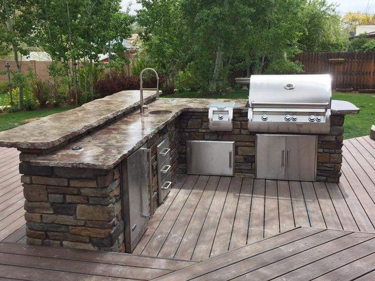 Wenn Sie Ihrem Garten eine Außenküche hinzufügen, fügen Sie sie nur einmal hinzu … also machen Sie sie perfekt! Passen Sie Ihre Outdoor-Küche vollständig an und wählen Sie Ihre Wahl an Einbaugeräten. Sehen Sie, wie Sie mit ClifRock Ihren Unterhaltungsbereich gestalten können, indem Sie auf das Foto klicken!