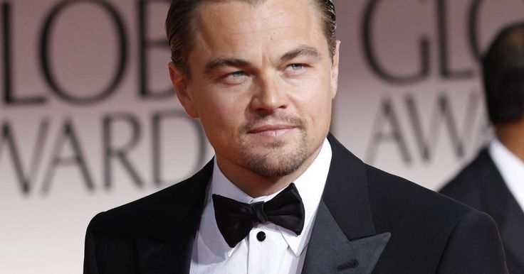 No es que desprecie el premio que se llevó ayer Leonardo DiCaprio, es que no fue su actuación más sobresaliente. Quienes vimos The revenant, entenderán, pues si comparamos su actuación en muchas otras de sus películas, nos lleva a reflexionar que este premio fue compensación de todas sus nominaciones anteriores. Lo que me lleva a enlistar las películas en las que debería haber ganado como mejor actor:1.-El hombre de la máscara de hierro (1998)A pesar de su mala nominación a la peor pareja de…