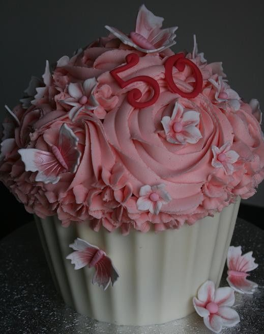 Cupcakes Chelmsford Essex - sugarcraft classes courses parties - Giant Cupcakes