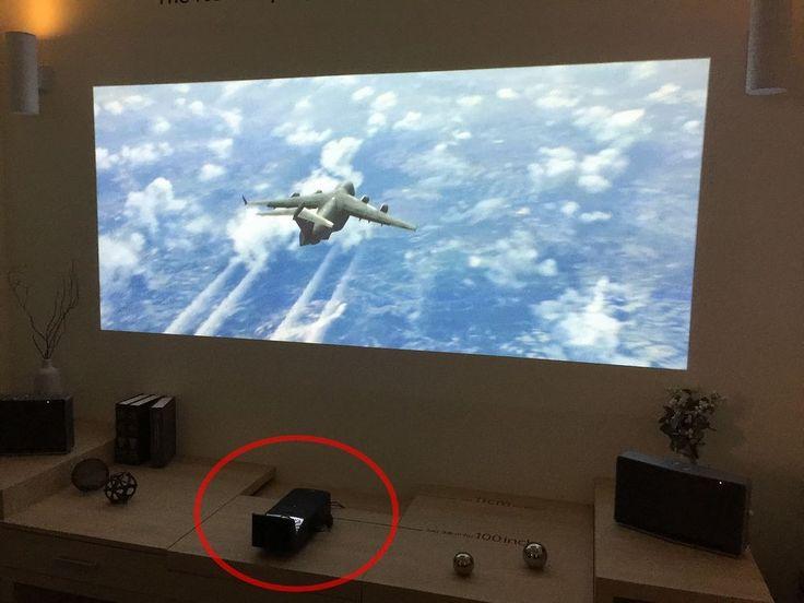 100 tommer fra 38 centimeters avstand, med full smartTV-funksjonalitet.