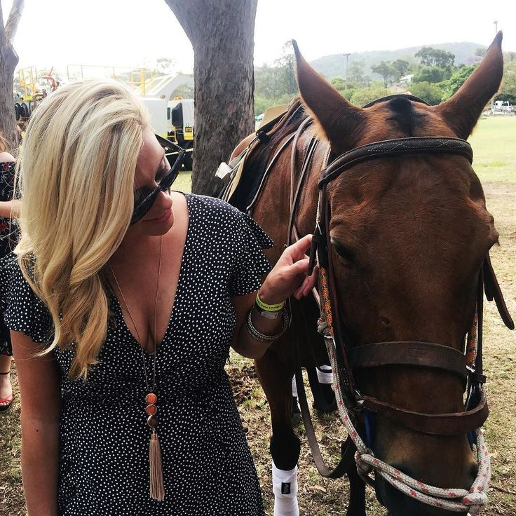 """""""You look great. You look like a lady. You're going to have a wonderful time. Don't fidget. Smile."""" Pretty Woman  Sharing a few quiet words with Montana as part of my #somersbypololounge experience at @polointhecity . . . @somersbyaustralia  #sharesomersby #somersbypololounge…"""