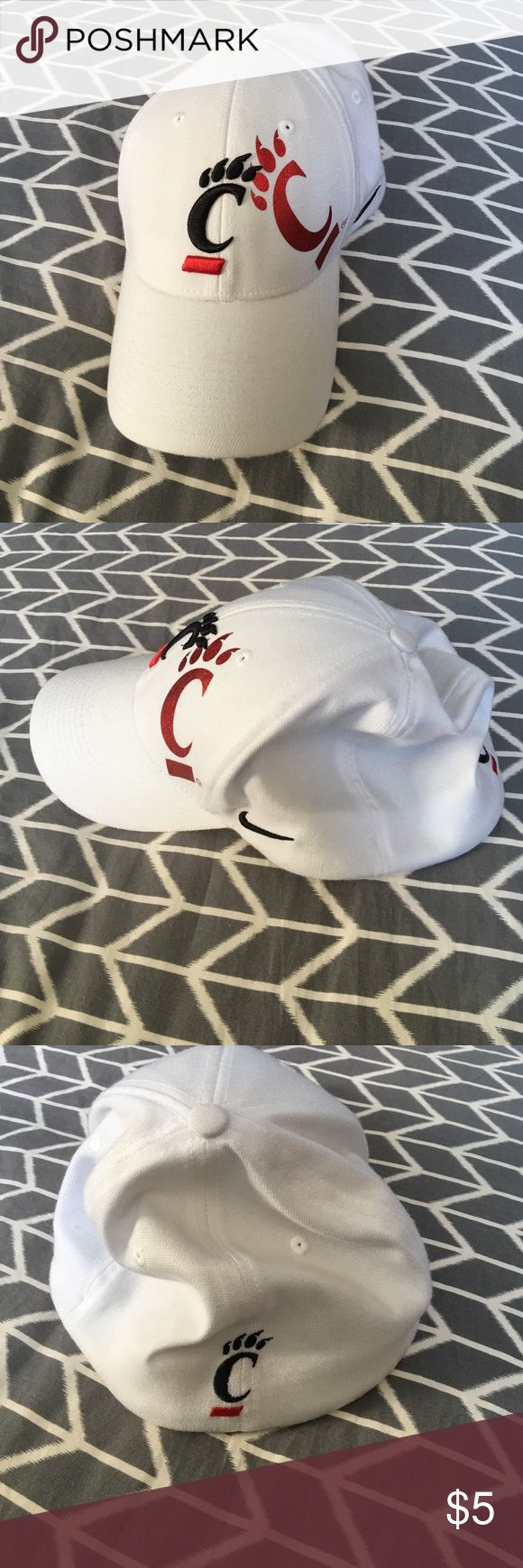 Men's Cincinnati Bearcats Fitted Baseball Cap Nike Men's Cinci bearcats White hat with logo Nike Accessories Hats