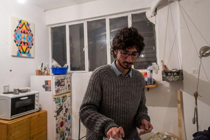 Μια βραδιά στο σπίτι-στούντιο του Έλληνα street artist.
