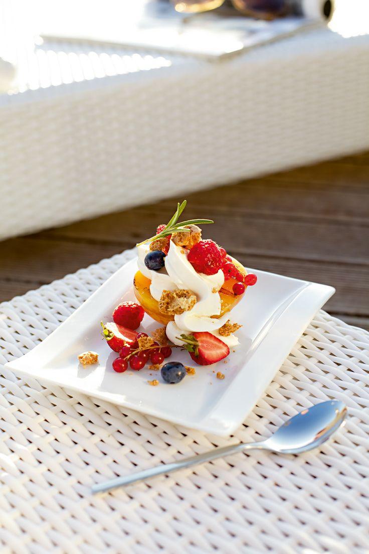 Dezert - čerstvé ovoce z Vaší zahrady - servírované na talířích z kolekce Newwave - na www.luxurytable.cz