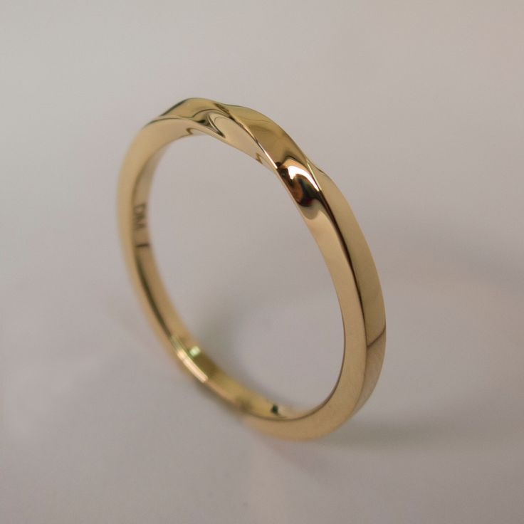Mobius Ring 14k Gold Wedding Band