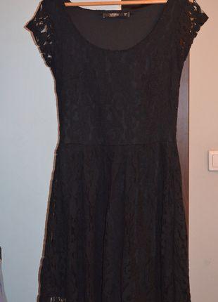 Kup mój przedmiot na #Vinted http://www.vinted.pl/kobiety/krotkie-sukienki/7644720-czarna-koronkowa-sukienka-reserved-do-kolan