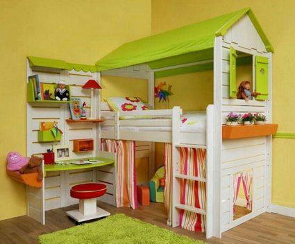 Cama infantil con cortinas