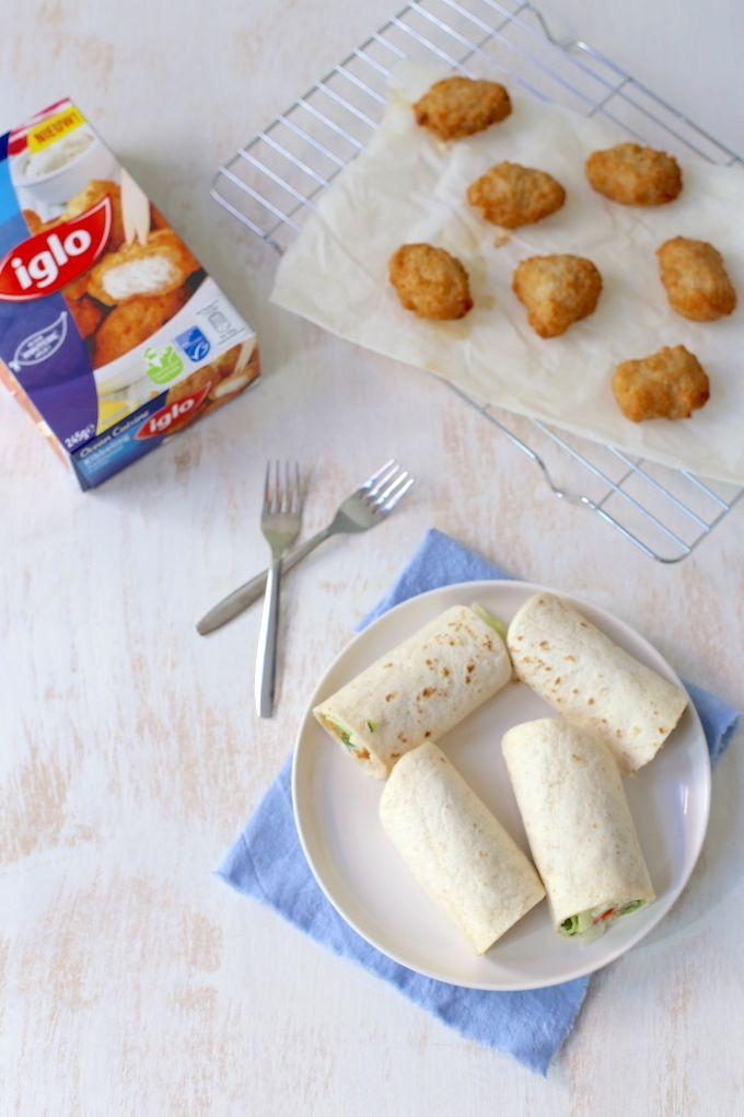 wraps met kibbeling: 245 gr Iglo Kibbeling 4-6 wraps 4 el yoghurt 1 el mayo snufje zout en peper 1 teen knoflook kwart komkommer verse peterselie 1 paprika 1 kleine ui 100 gr sla
