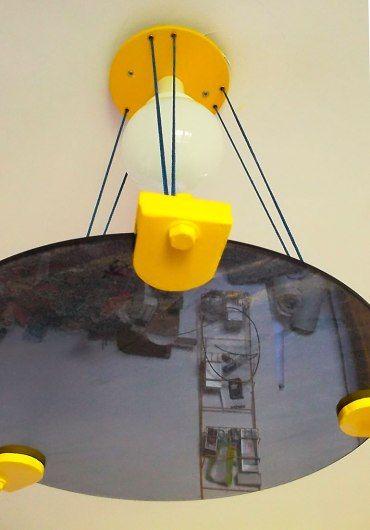 Balon Lamps prosegue gli esperimenti nel suo laboratorio immerso nel verde canavese. L'ultima nata è Eclisse, caratterizzata dal disco di vetro temprato che riporta la grafica di Agostino Goccione. Come sempre è tutto realizzato nel nostro laboratorio, progettazione, taglio e verniciatura delle parti. E' ancora in fase prototipale ma contiamo presto di produrla in serie.