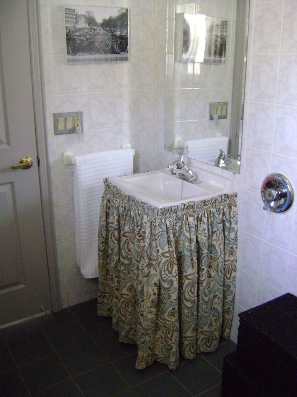 bathroom sink skirts 1000 images about bathroom sink shirt ideas on 11410