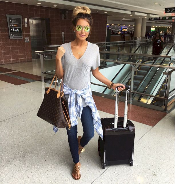 Amazing 60+ Simple and Casual Airplane Outfits from https://www.fashionetter.com/2017/05/12/simple-casual-airplane-outfits/